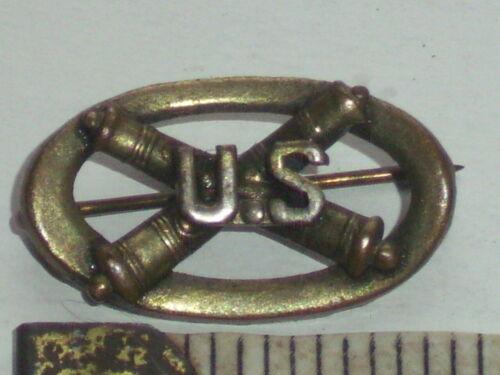 Rare u.s crossing cannons oval shape brass Field Artillery hat ? latch pin
