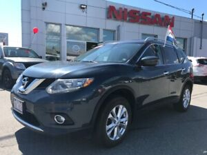 2016 Nissan Rogue SV All Wheel Drive, Panoramice Roof