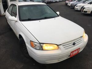 1997 Toyota Camry LE/ Auto / Aftermarket stereo / Loaded / Like