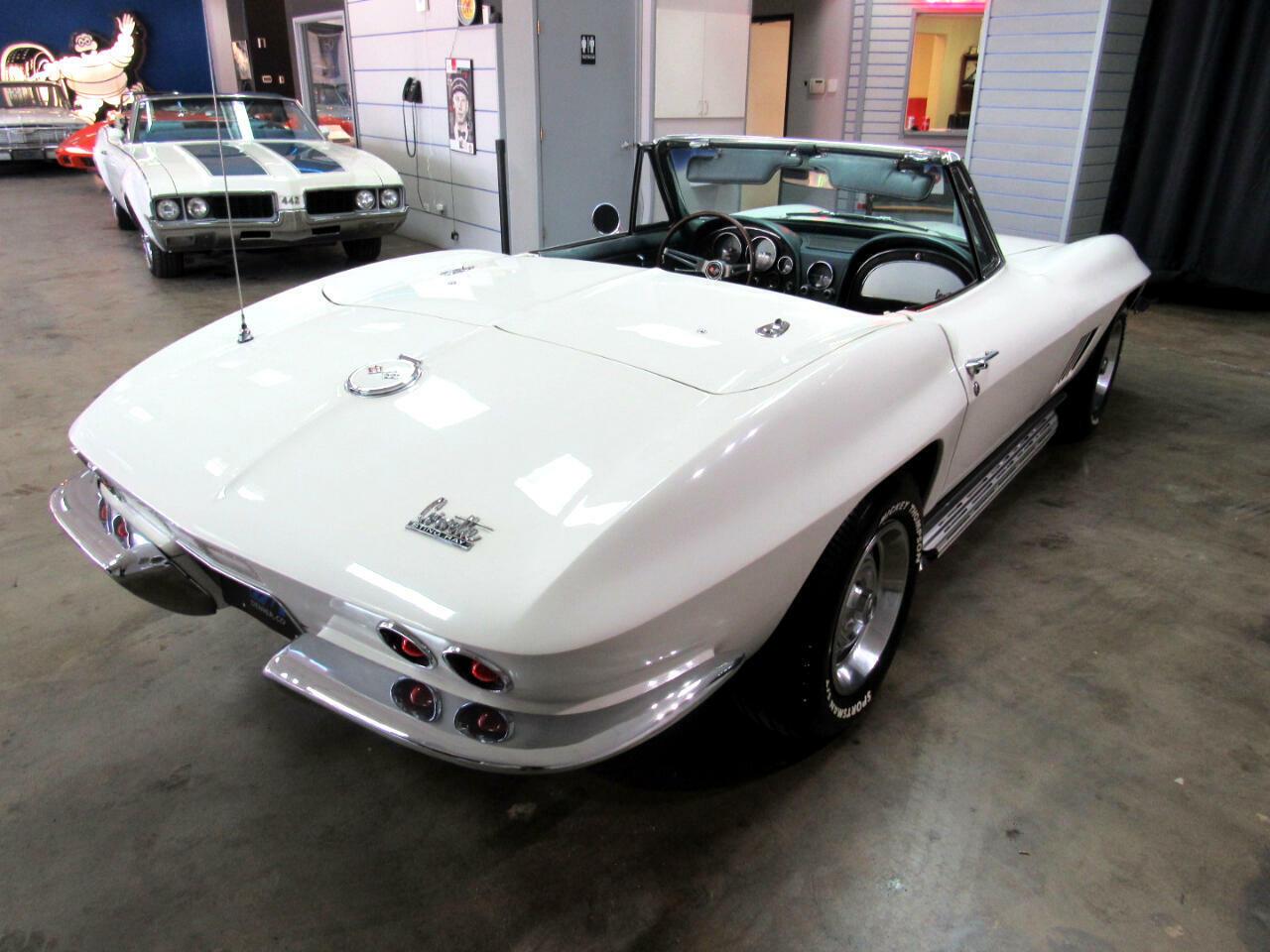 1967 White Chevrolet Corvette Convertible  | C2 Corvette Photo 5