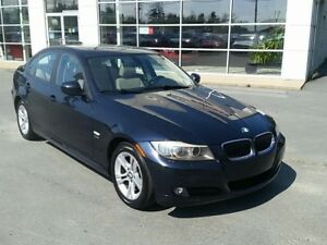2009 BMW 328i xDrive. V6 AWD. LOW kms. Heated leather. Sunroof.