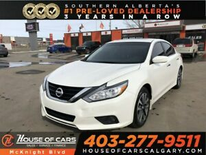 2017 Nissan Altima 2.5 SV / Sunroof / Back Up Cam / Bluetooth