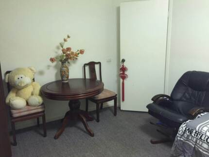 Single room in a nice quiet big house for rent Arundel Gold Coast City Preview