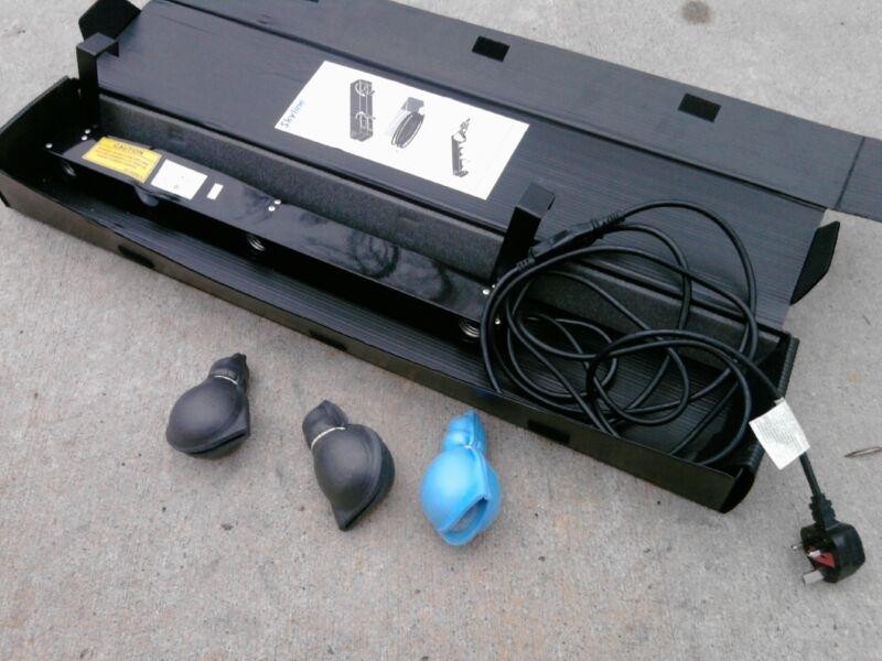 240V - Skyline clip on booth lights - 100w - 3 light bar