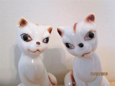 VINTAGE PAIR OF WHITE & BROWN CAT SALT & PEPPER SHAKERS