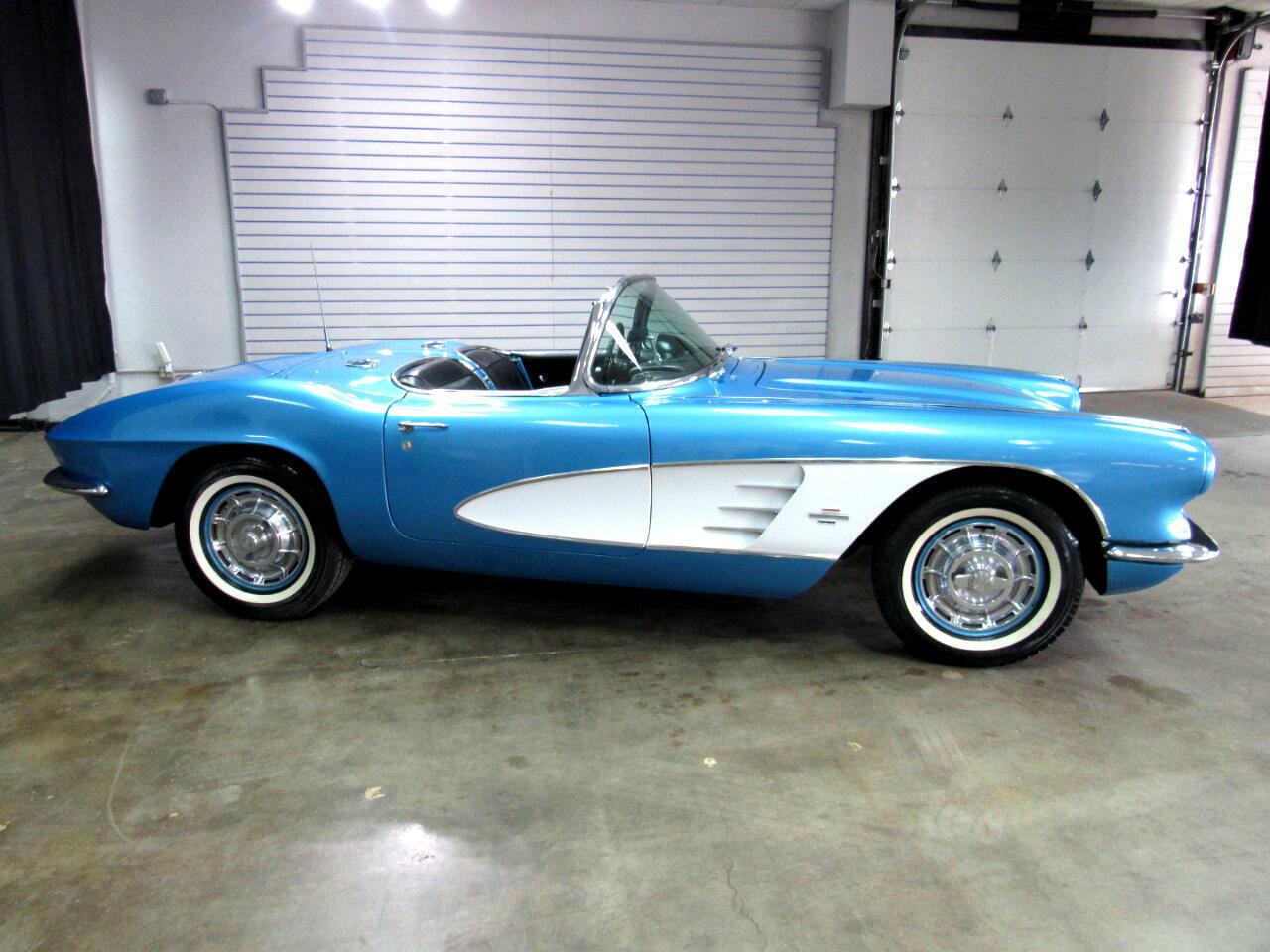 1961 Blue Chevrolet Corvette   | C1 Corvette Photo 4