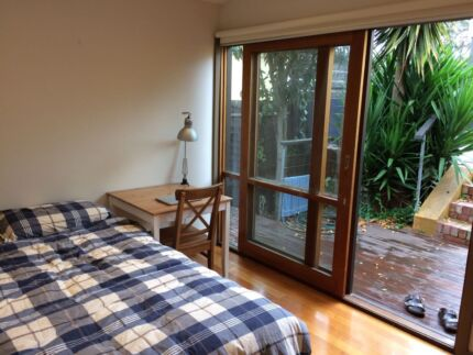 *STUDENTS* Large private room close to CBD