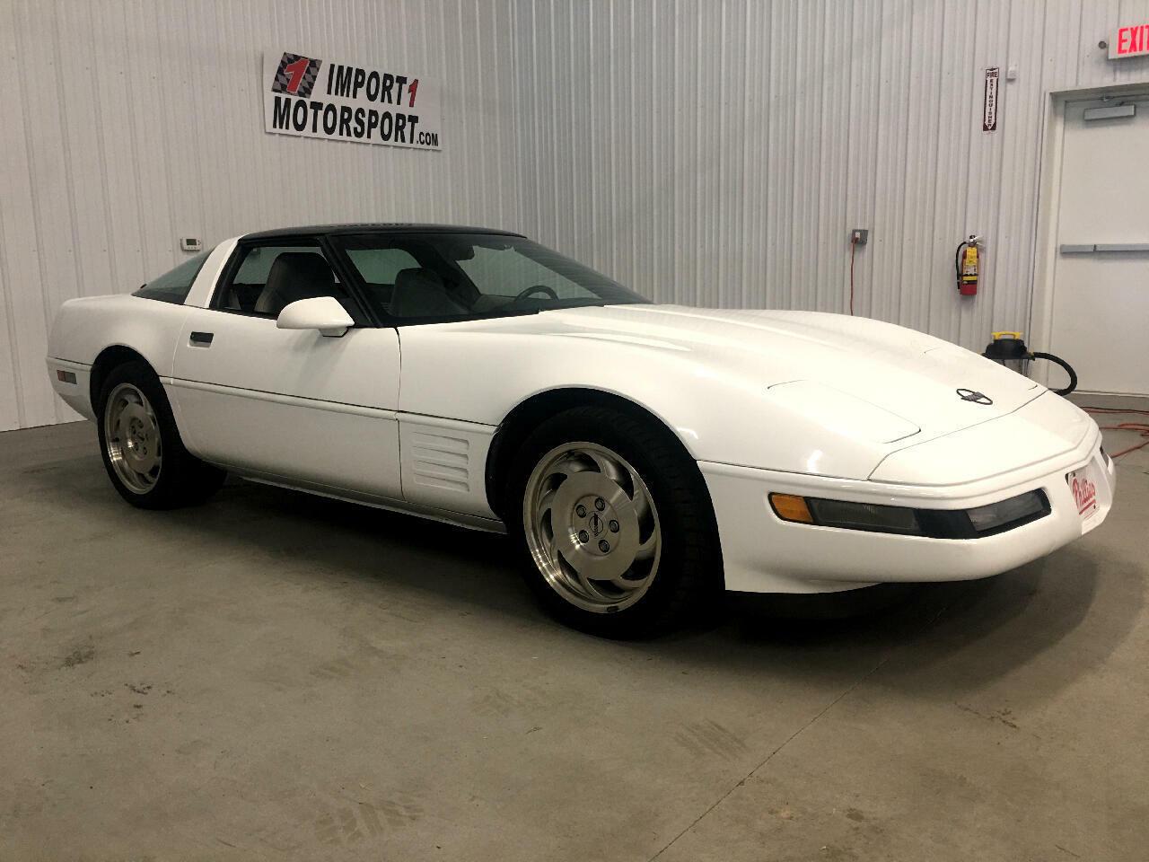 1994 White Chevrolet Corvette Coupe    C4 Corvette Photo 3
