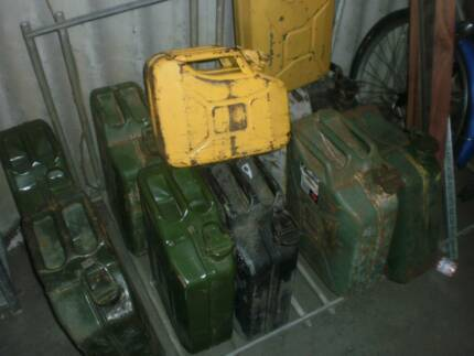 Jerry cans diesel (15) – very good condition