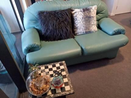 * Quality 3 piece sofa set *