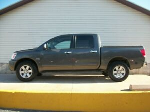 2004 Nissan Titan LE PACKAGE 4X4 WITH LEATHER AND 5.6 V8