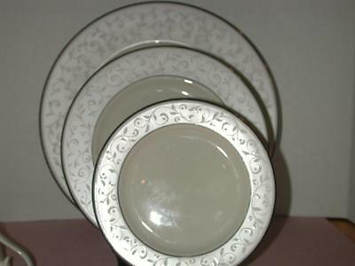 (Lenox Pearl Innocence Dinnerware  4 Pcs. Excellent - No Box)