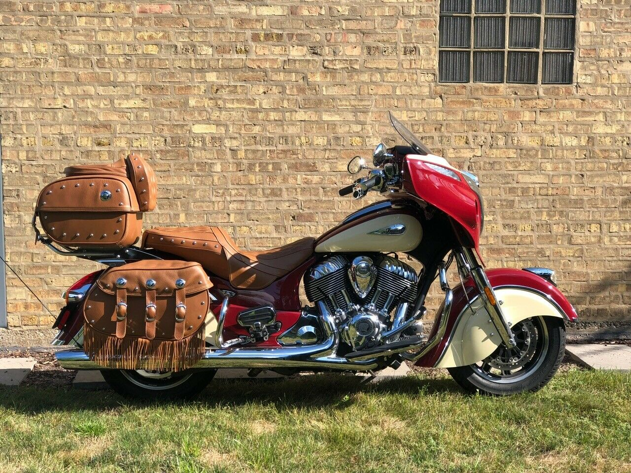 2017 Indian ROADMASTER  Indian Roadmaster Classic Motorcycle Red over Ivory Cream (28K new)
