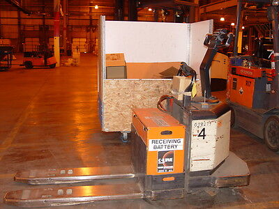 Crown 6000 Capacity 24v Electric Rider Pallet Truck Mdl Pe3520-60
