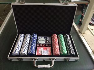 300pc Poker Chips With Aluminium Carry Cash Hope Valley Tea Tree Gully Area Preview