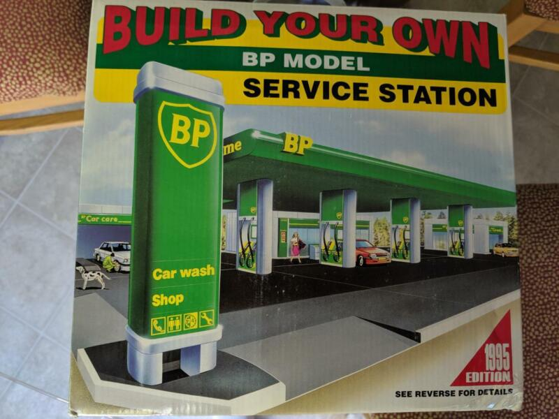 """B P Model Service Station Center Gas Station """"Build Your Own"""" Edition ca 1995"""