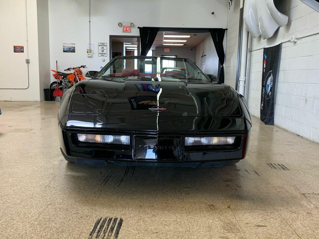 1990 Black Chevrolet Corvette Convertible    C4 Corvette Photo 4