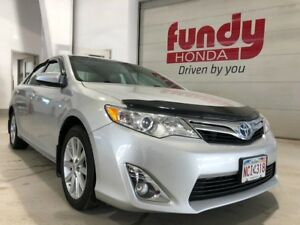 2013 Toyota Camry Hybrid XLE w/power driver seat, backup cam ONE
