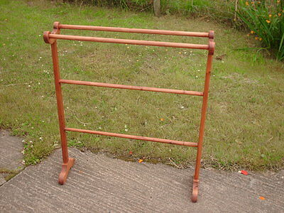 VINTAGE RUSTIC PINE CLOTHES HORSE /STAND / AIRER