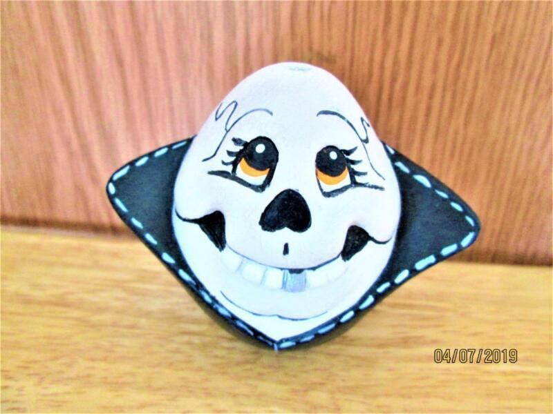 CUTE HAND PAINTED CERAMIC HALLOWEEN EGG WITH BLACK CAPE DECORATION