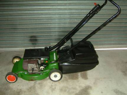 VICTA 2 STROKE MOWER GREAT CONDITION READY TO USE WITH CATCHER
