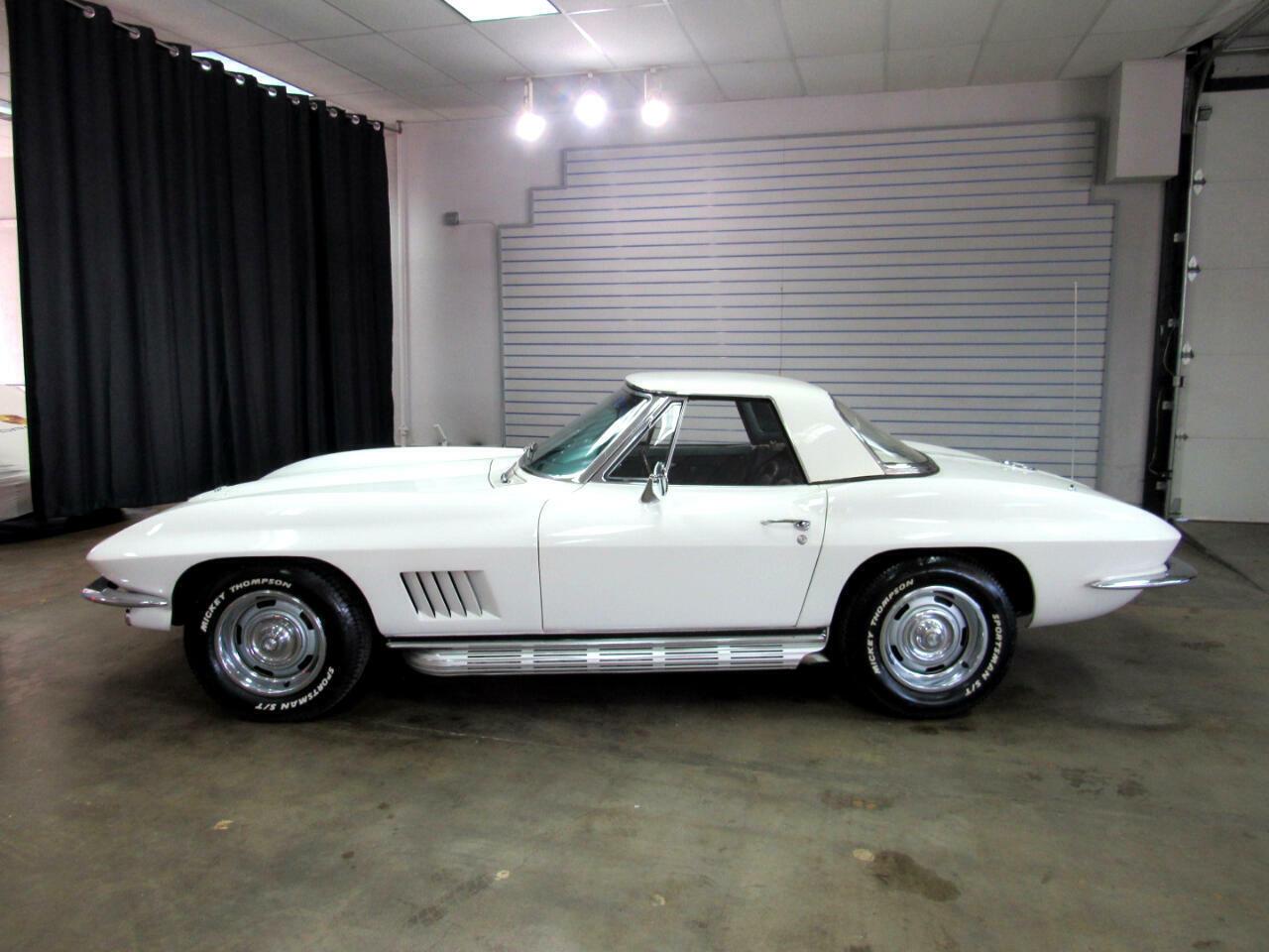 1967 White Chevrolet Corvette Convertible  | C2 Corvette Photo 2