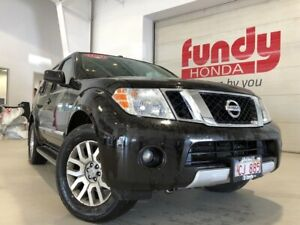2012 Nissan Pathfinder LE w/BOSS sound system, power seat CLEAN