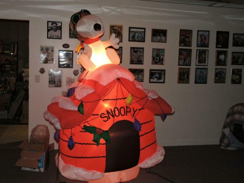 Gemmy 2004 Peanuts Snoopy Dog House Christmas Inflatable 7 Foot