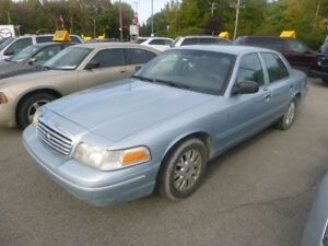 2004 Ford Crown Victoria LX V8 CUIR MAGS AC TOUTE EQUIPE BELLE C