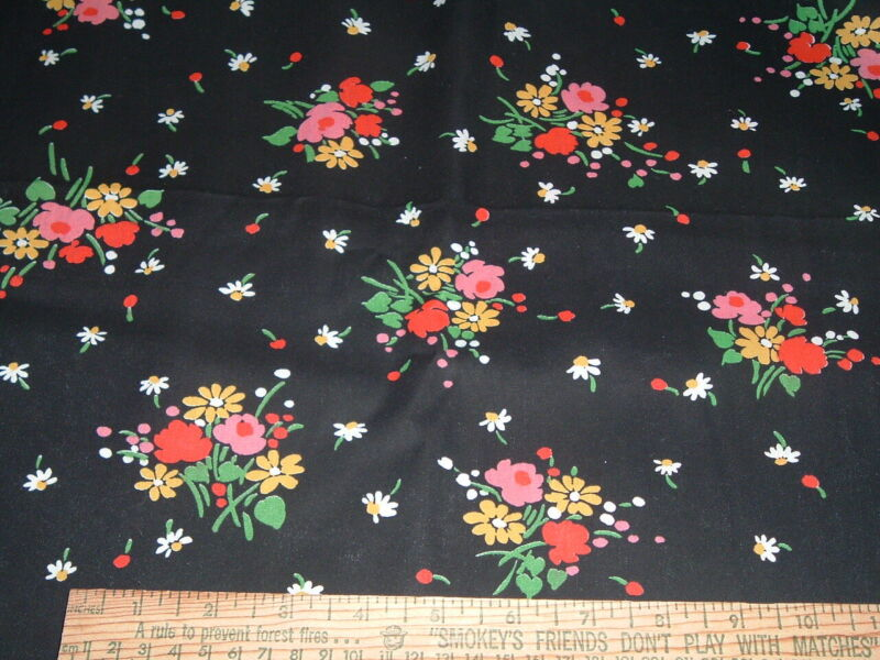 Vtg 80s Floral Daisy Bouquet Flowers on Black Cotton Fabric Sewing 36x43 BTY 514