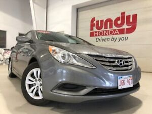 2013 Hyundai Sonata GL w/heated seats, B/T ONE LOCAL OWNER, NO A