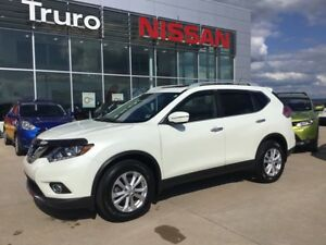 2015 Nissan Rogue SV W/MOONROOF LOW KM EXC COND