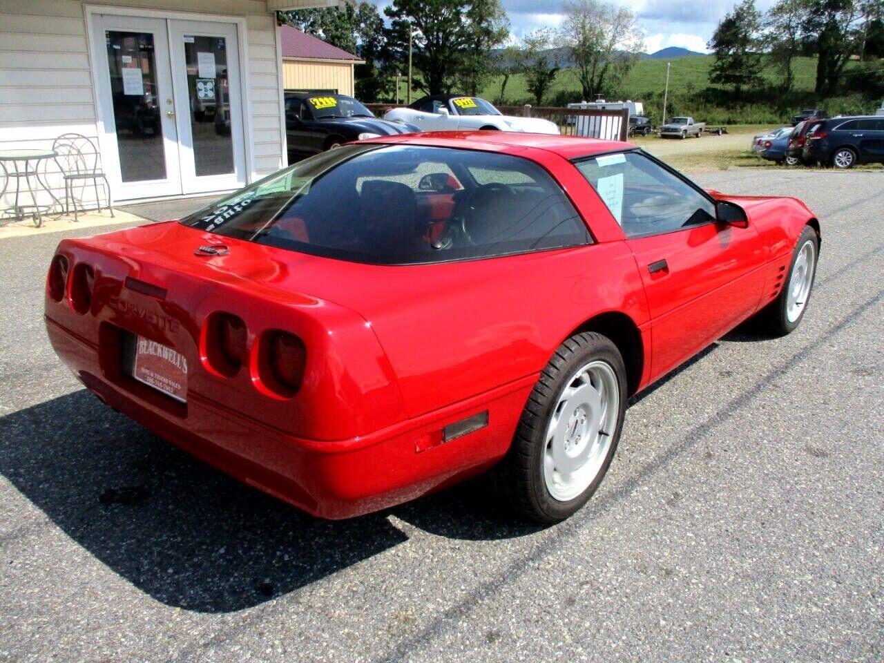 1991 Red Chevrolet Corvette Coupe    C4 Corvette Photo 3