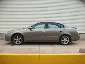 2005 Nissan Altima 3.5 V6 WITH LEATHER