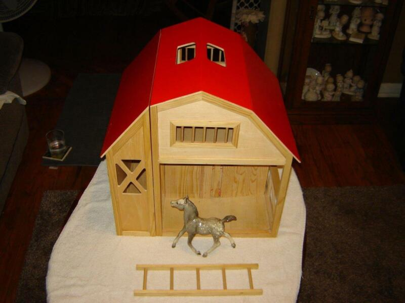 Breyer Horse Barn Large barn Red roof 2 stall w/Breyer horse VG++ Condition NICE