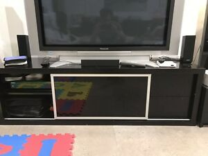 TV bench New Farm Brisbane North East Preview