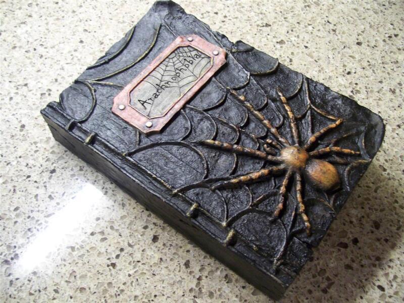 "NWT 9.5"" RAZ Arachnophobia Spider HALLOWEEN PROP WITCHES SPELL BOOK Decoration"