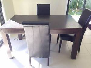 Dinning room table with 3 chairs Birmingham Gardens Newcastle Area Preview