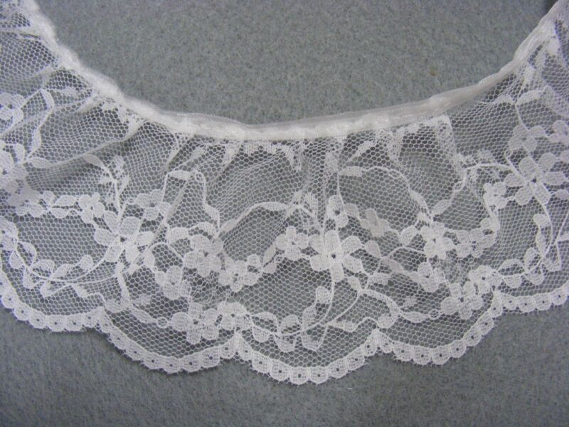 Gathered Lace White 20 metres (230)