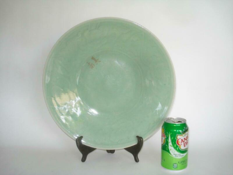 LARGE ANTIQUE CHINESE CELADON PORCELAIN CHARGER PLATE CARVED DESIGN 19TH CENT