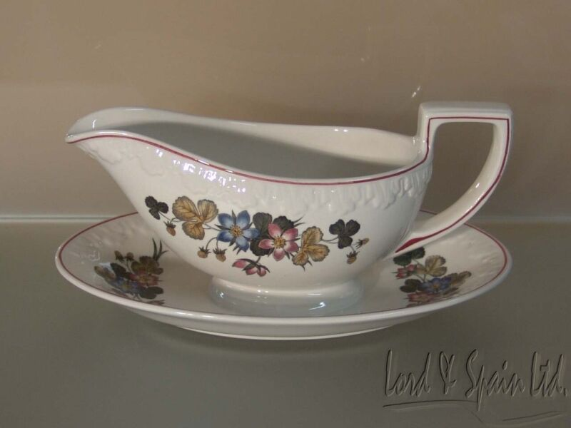 Wedgwood PEMBROKE Corinthian Floral Gravy/Sauce Boat With Attached Underplate-EX