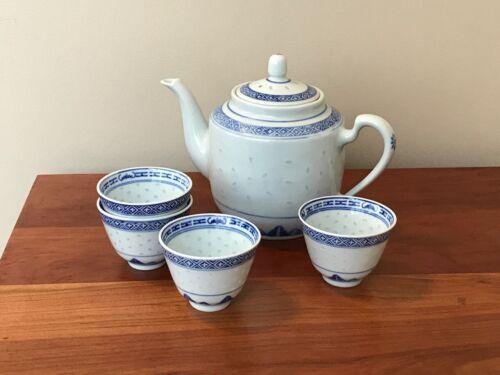 Chinese Rice Eye Grain Blue/White Teapot and Four Chrysanthemum Tea Cups