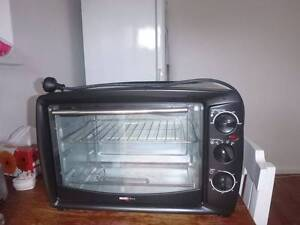 Little cute electric oven Narraweena Manly Area Preview
