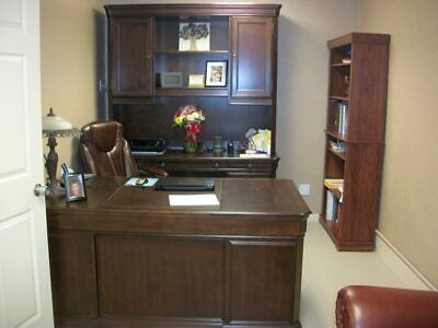 Hooker Cherry Creek Office--executive Desk Computer Credenza And Hutch