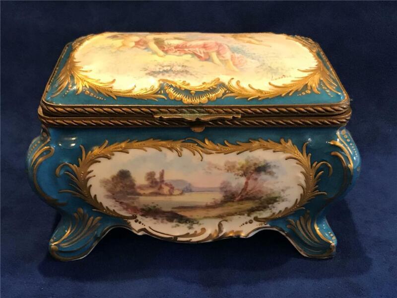 Hand Painted France SEVRES STYLE CHERUBS SCENIC PORCELAIN DRESSER BOX  - NICE!