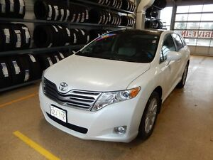 2010 Toyota Venza Premium Low kms like new