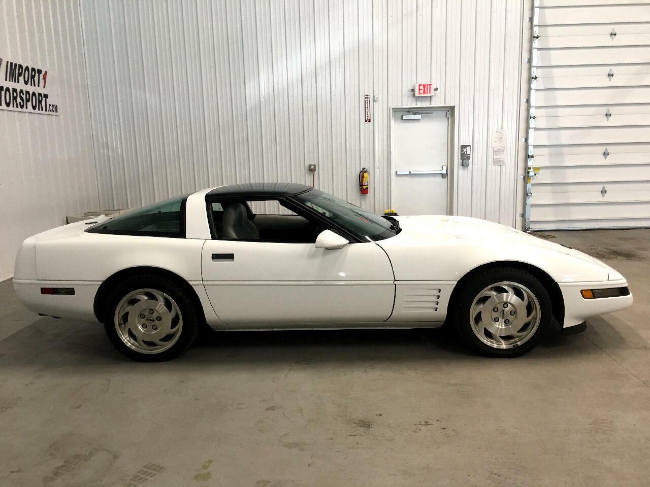 1994 White Chevrolet Corvette Coupe    C4 Corvette Photo 2