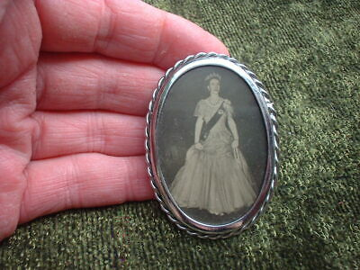 vintage Queen Elizabeth II coronation brooch pin photo picture portrait 1950s