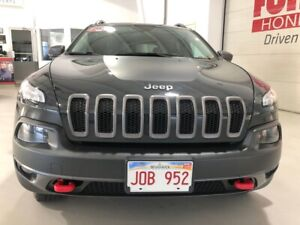 2016 Jeep Cherokee Trailhawk w/heated steering wheel ONE LOCAL O