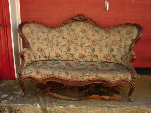 Walnut Victorian Sofa w/ Grape Carvings - Great Frame - For Restoration
